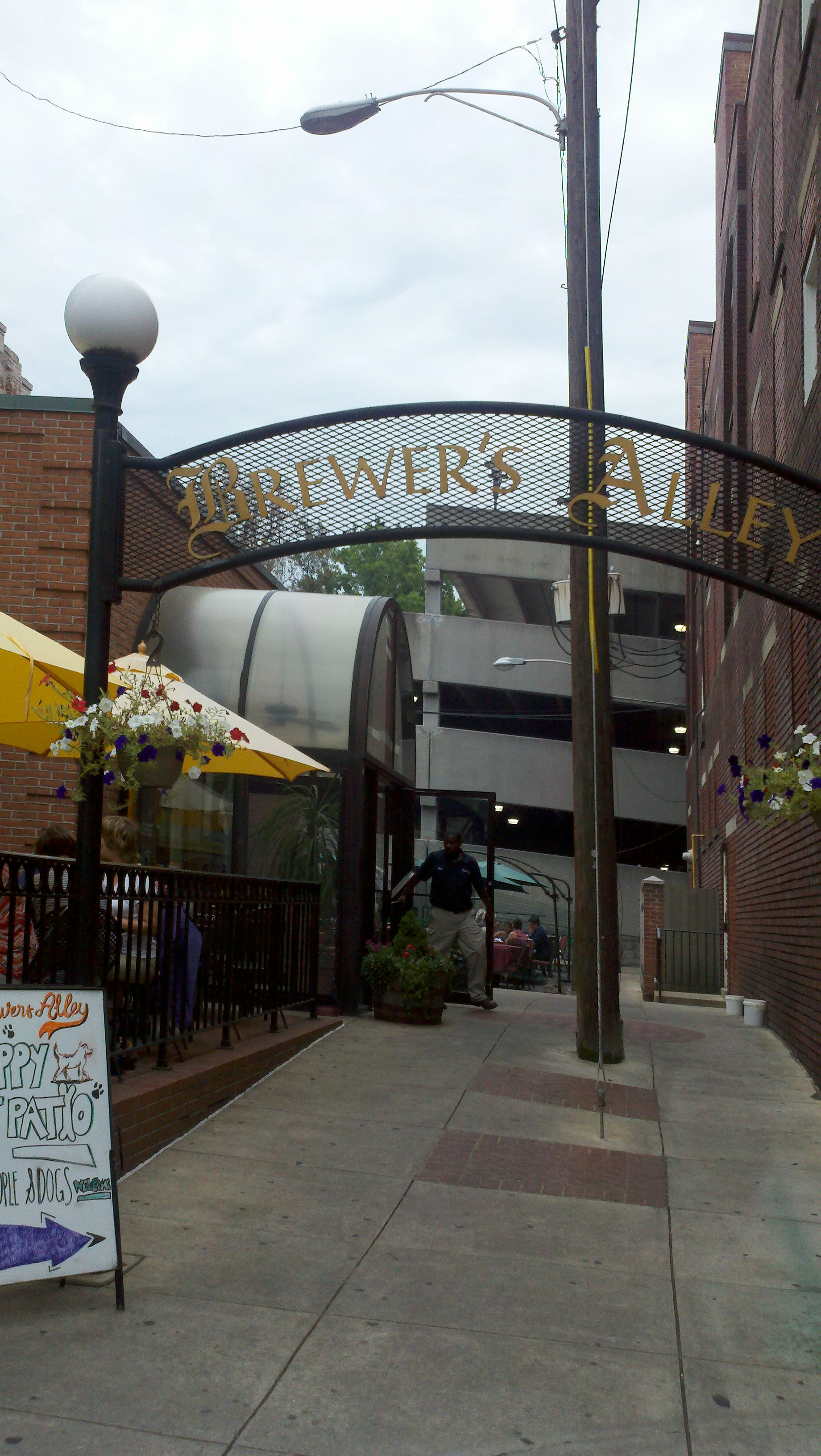 Brewer's Alley Restaurant & Brewery